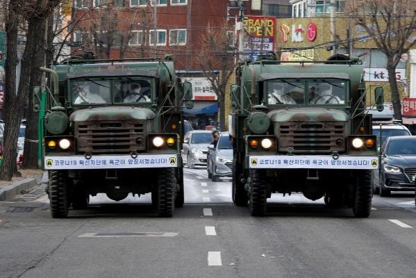 Hôm 3/3, Tổng thống Hàn Quốc Moon Jae-in tuyên bố cuộc chiến quốc gia chống COVID-19.