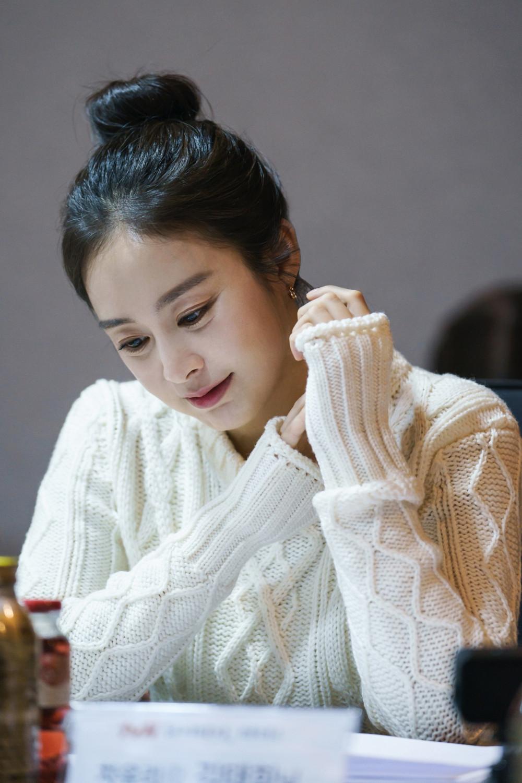 Học cách Kim Tae Hee chăm sóc da 'lão hóa ngược' tuổi 39 - Báo Phụ Nữ
