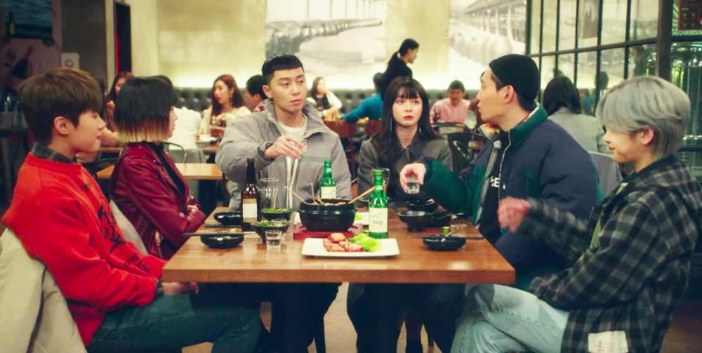 Các thành viên của quán Danbam trong Itaewon Class đều là các thành phần bị xã hội ghét bỏ, gặp tổn thương