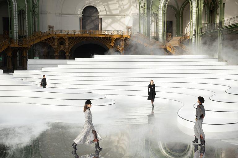 Thiết kế sân khấu trong show Chanel