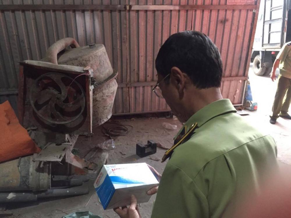 Trong lúc khan hiếm khẩu trang tại các nhà thuốc, siêu thị... các dối tượng buôn lậu vẫn gom được hàng triệu chiếc khẩu trang để đưa sang Campuchia