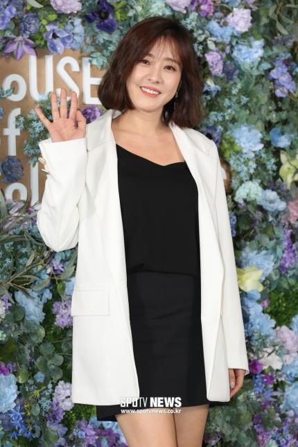 Nữ diễn viên Park Eun-hye miễn toàn bộ phí thuê nhà tháng 3 cho khách hàng.
