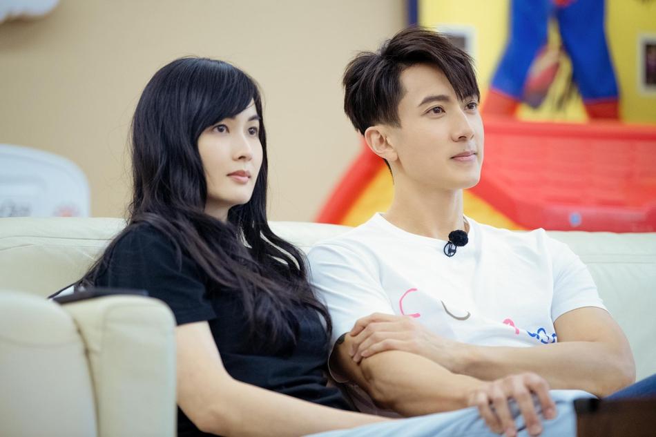 Ngô Tôn và vợ xuất hiện trên truyền hình