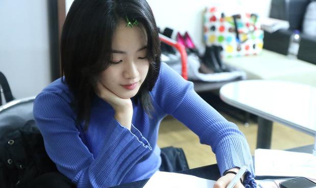Có ai tin được, đã từng có một Lee Joo Young cực kỳ quyến rũ bên mái tóc dài nữ tính như thế này.
