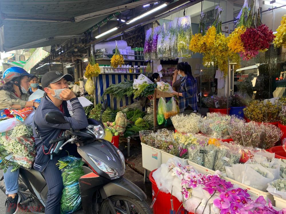 Hoa hồng Ecuador, hoa baby được nhiều nơi nhập hàng về bán vì hút khách