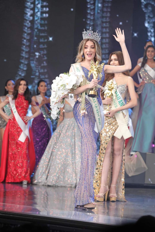 Người đẹp cũng nhận giải thưởng trang phục dạ hội đẹp nhất