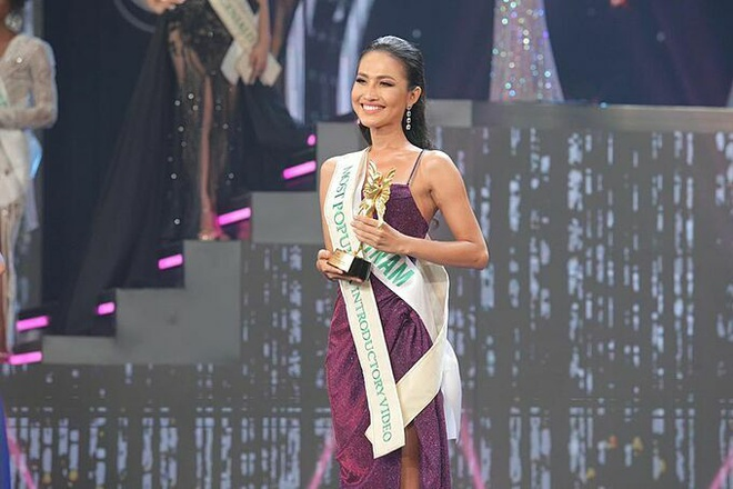 Hoài Sa nhận giải thưởng phụ trong đêm chung kết