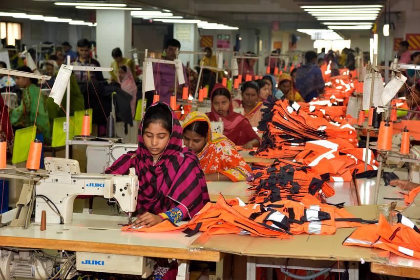 Nhiều nữ công nhân may tại Ấn Độ và Bangladesh bị bóc lột sức lao động.