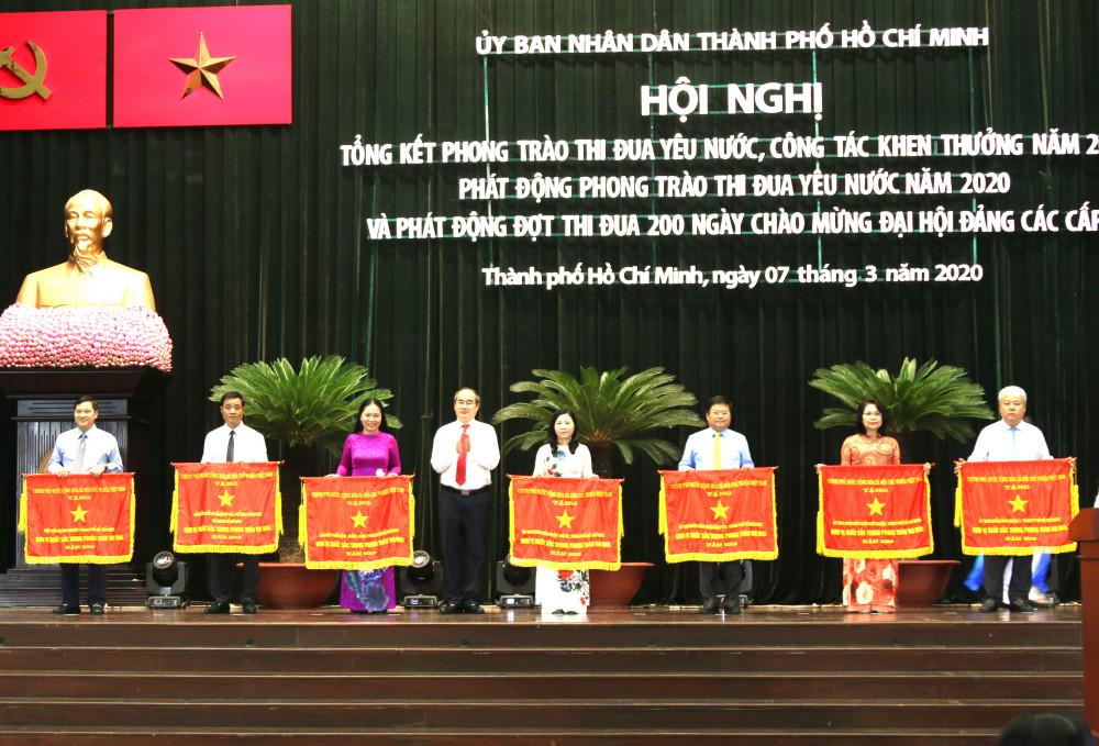 Hội nghị tặng khen thưởng cho nhiều cá nhân, tổ chức, cụm thi đua