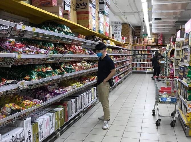 Tại các siêu thị đã vắng khác, lượng hàng hóa dồi dào.