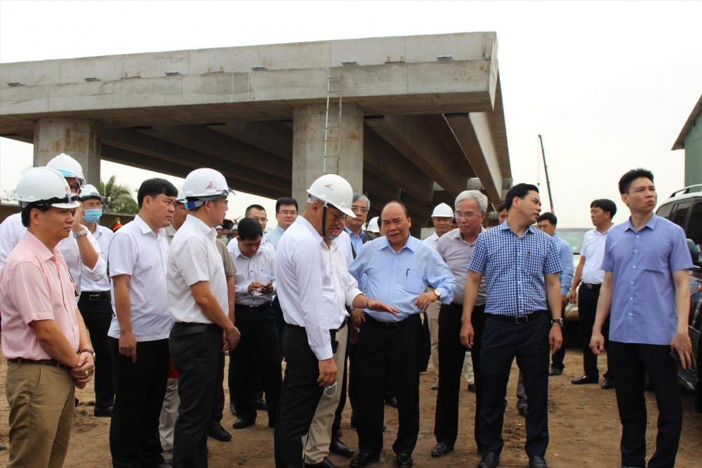 Thủ tướng Nguyễn Xuân Phúc kiểm tra gói thầu gói thầu XL13, TX. Cai Lậy, tỉnh Tiền Gian