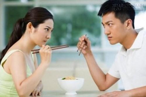 Đừng biến bữa cơm nhà thành áp lực cho cả hai phía