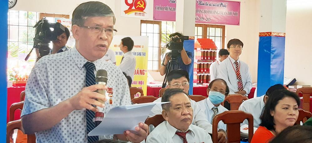 Ông Trịnh Duy Quí - ở khu phố 9, P.13, Q.6 - cho rằng, cần công khai cả việc phát triển đảng viên để dân biết