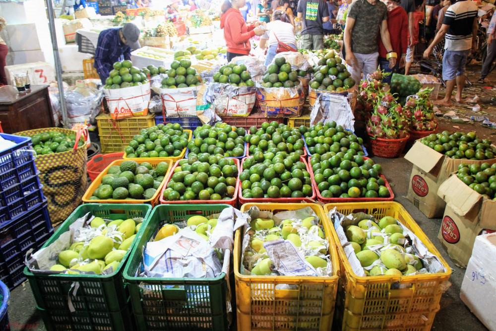 Nông sản Trung Quốc đã bắt đầu về lại chợ TPHCM nhưng vẫn còn hạn chế về số lượng. Ảnh: Quốc Thái