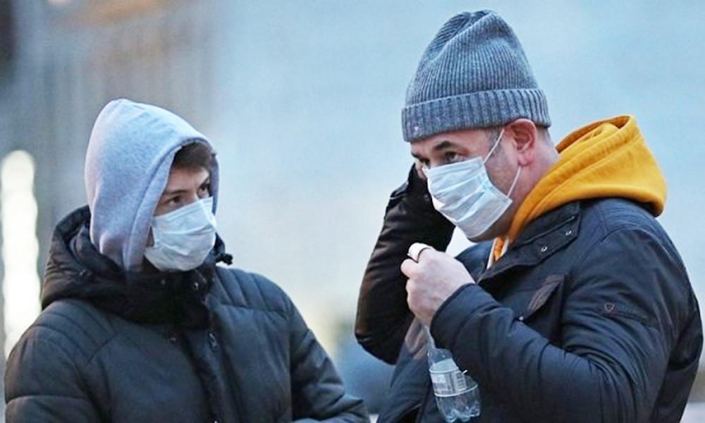 Người dân Luân Đôn đeo khẩu trang phòng dịch - Ảnh: Reuters