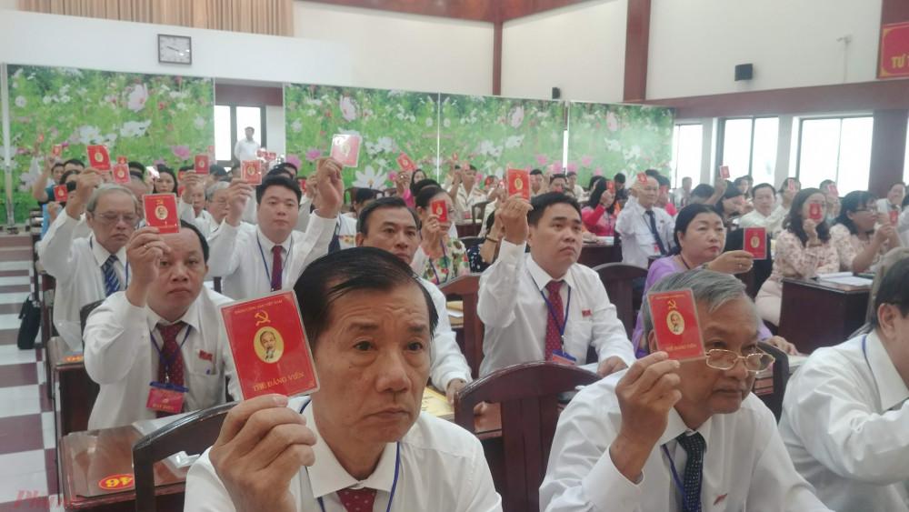 Các đại biể tham gia biểu quyết tại Đại hội
