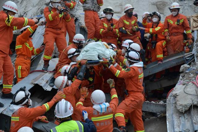 Nạn nhân được giải cứu thành công sau 69 giờ bị vùi lấp.
