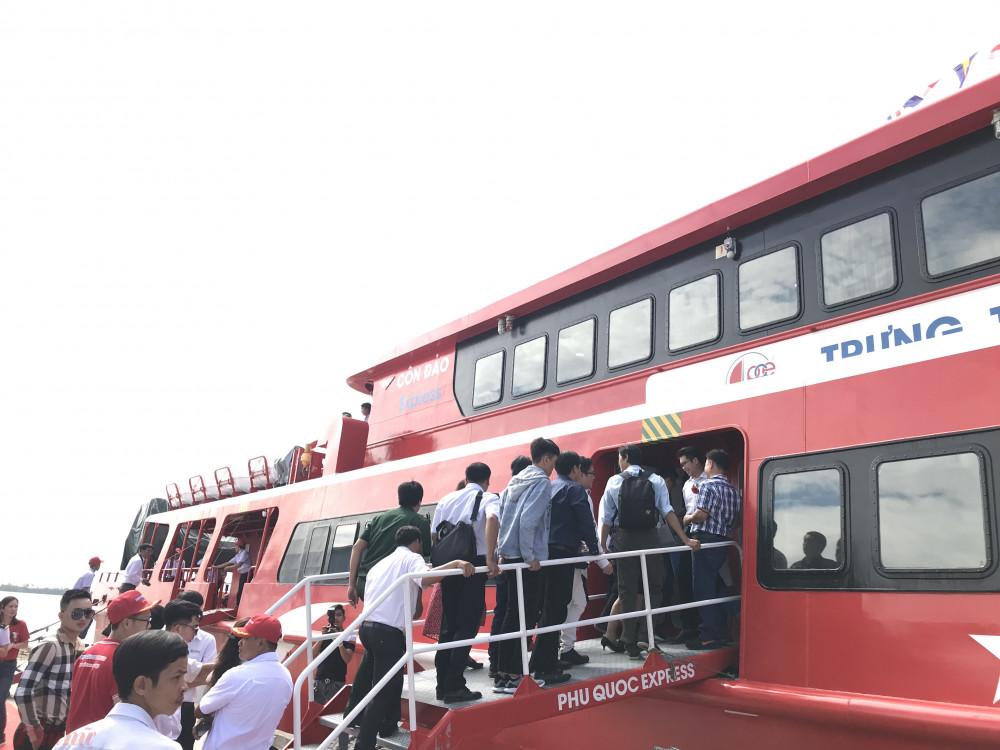 Tàu cao tốc tại Trần Đề, Sóc Trăng đưa khách ra Côn Đảo. Ảnh: Quốc Thái