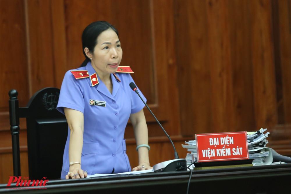 Đại diện VKS phát biểu tại phiên tòa