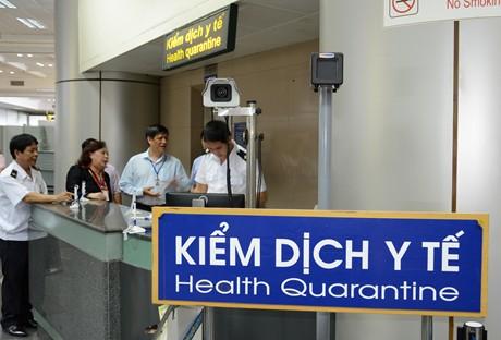 Kiểm dịch y tế tại sân bay.