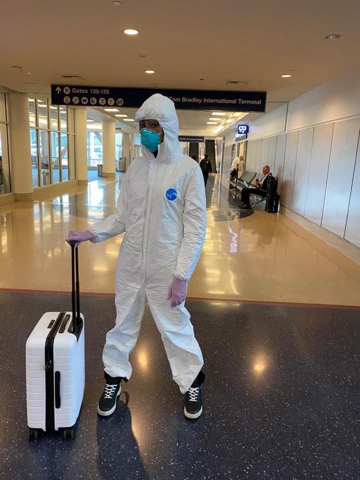 Thời trang sân bay của Naomi Campbell mùa dịch