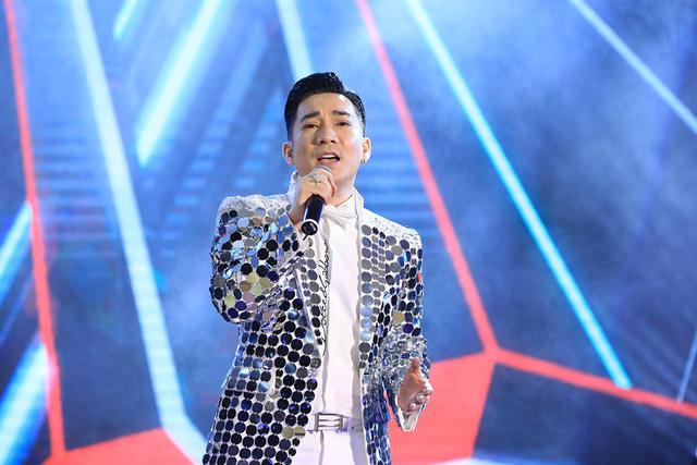 Ca sĩ Quang Hà chịu thiệt hại không ít khi bị huỷ đến hơn 30 show