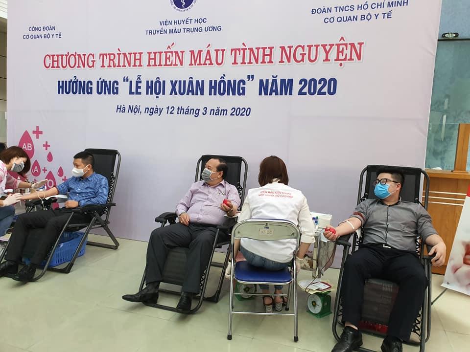 Tất cả đều mong muốn thực hiện nghĩa cử cao đẹp – hiến máu cứu người.