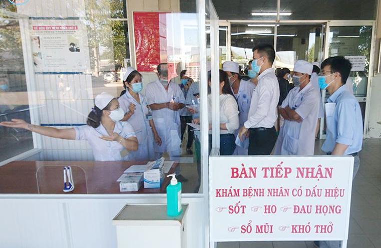 Đội phản ứng nhanh của BV Chợ Rẫy hỗ trợ cho BV đa khoa Bình Thuận điều trị bệnh COVID-19