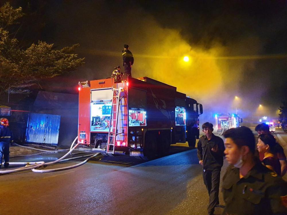 6 xe chữa cháy được điều tới hiện trường