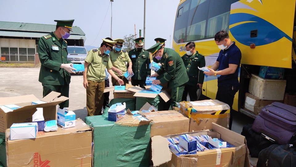 30.000 khẩu trang y tế được phát hiện đang trên đường sang Lào
