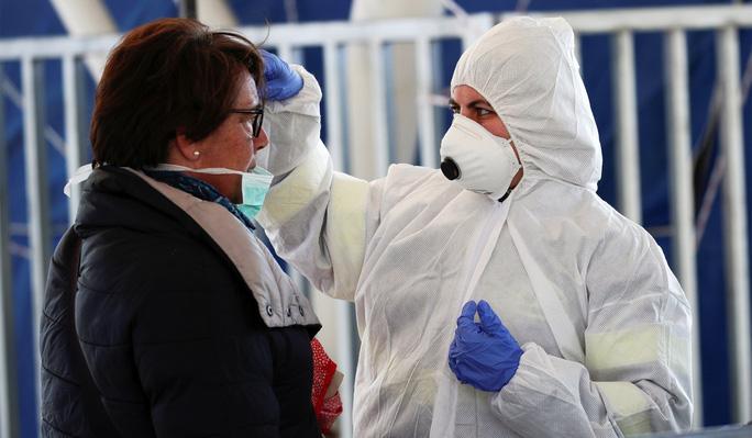 Ý tiếp tục ghi nhân số ca nhiễm mới và tử vong tăng nhanh.