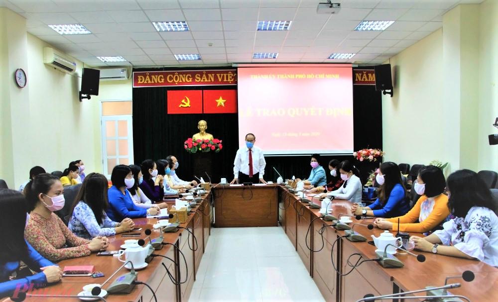 Ủy viên Bộ Chính trị, Bí thư Thành ủy TPHCM Nguyễn Thiện Nhân, phát biểu giao nhiệm vụ cho Chủ tịch Hội Liên hiệp Phụ nữ TPHCM