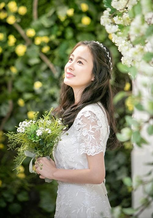 Xinh đẹp, học vấn cao và không vướng bất kỳ scandal nào trong suốt sự nghiệp, Kim Tae Hee được xem là hình mẫu lý tưởng trong mắt công chúng xứ Hàn.
