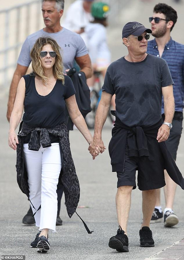 Vợ chồng Tom Hanks đã di chuyển nhiều nơi trước khi bị phát hiện nhiễm COVID-19