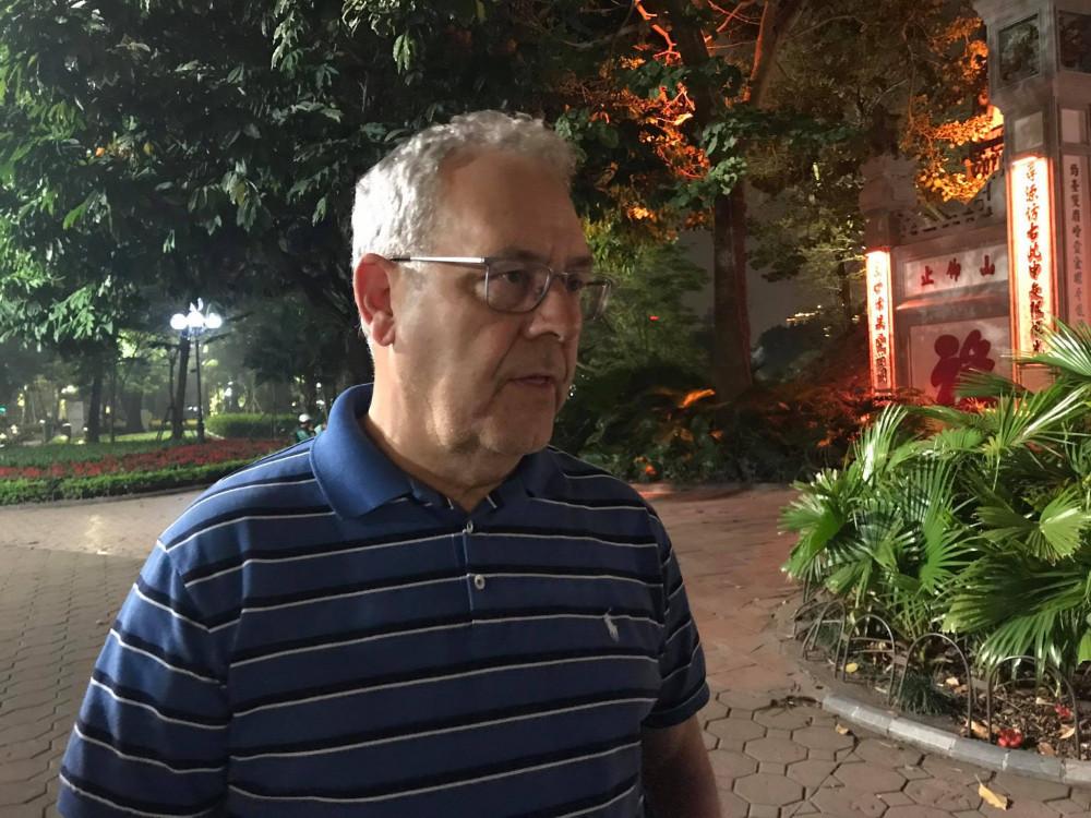 Ông Nick, du khách người Anh đang du lịch tại Hà Nội.