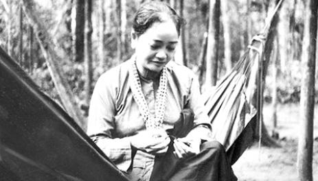 Ngày 17/4/1974, bà được phong quân hàm Thiếu tướng và là nữ tướng đầu tiên của Quân đội nhân dân Việt Nam.