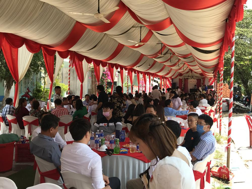 Đám cưới diễn ra với khoảng 200 khách mời