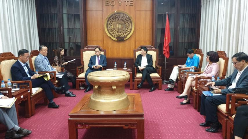 Thứ trưởng Bộ Y tế và Đại sứ Hàn Quốc chia sẻ kinh nghiệm phòng chống dịch COVID-19