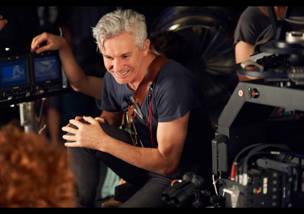 Đạo diễn Baz Luhrmann trên phim trường.