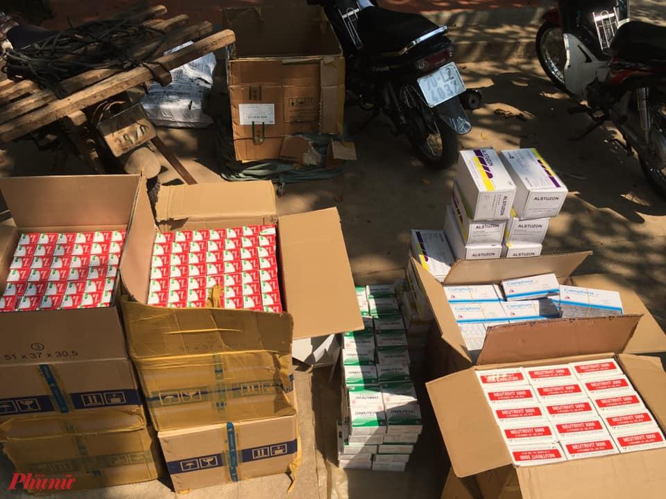 Hàng ngàn hộp tân dược được thuê vận chuyển với giá 100.000 đồng.