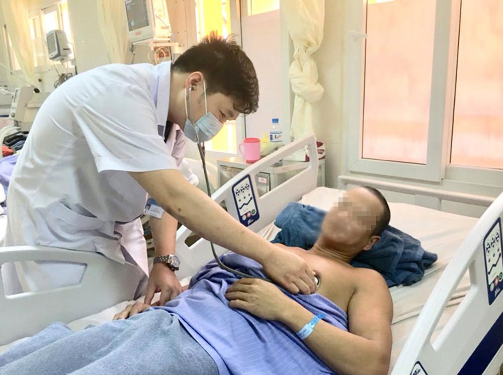 Bệnh nhân bị ngộ độc so biển điều trị ở Bệnh viện Việt Nam - Thụy Điển Uông Bí (tỉnh Quảng Ninh)