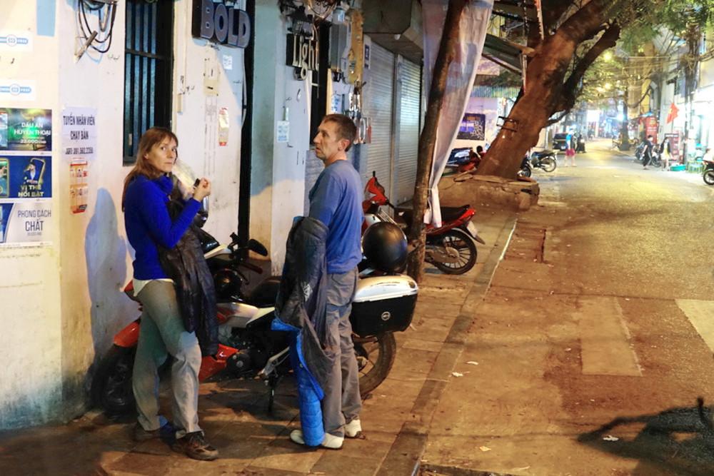 Những du khách loay hoay giữa Hà Nội im ắng vì các điểm giải trí đóng cửa