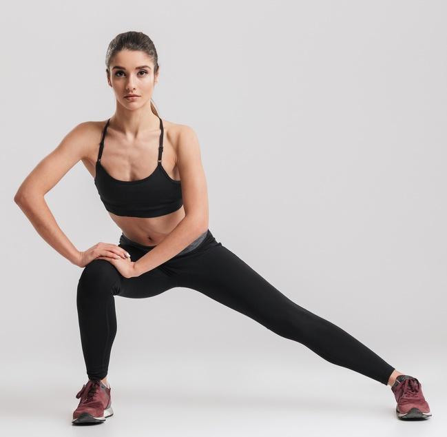 5. Bài tập Lunge một bên: Bài tập này nhắm vào hông, cơ bụng và gân.