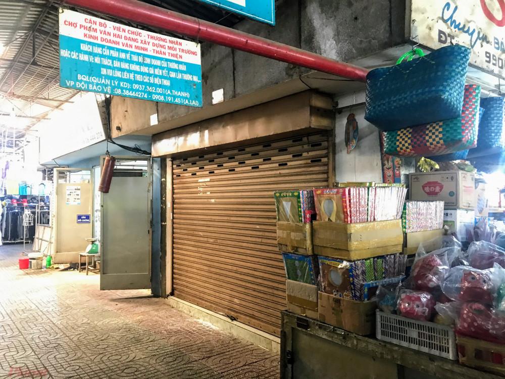 Trước tình trạng đó, các tiểu thương tại chợ Phạm Văn Hai cho hay, nhiều tiểu thương tại đây đã kiến nghị lên Ban quản lý chợ, UBND quận Tân Bình xin được miễn giảm thuế vì dịch bệnh COVID-19 làm ảnh hưởng rất nhiều đến hoạt động kinh doanh.