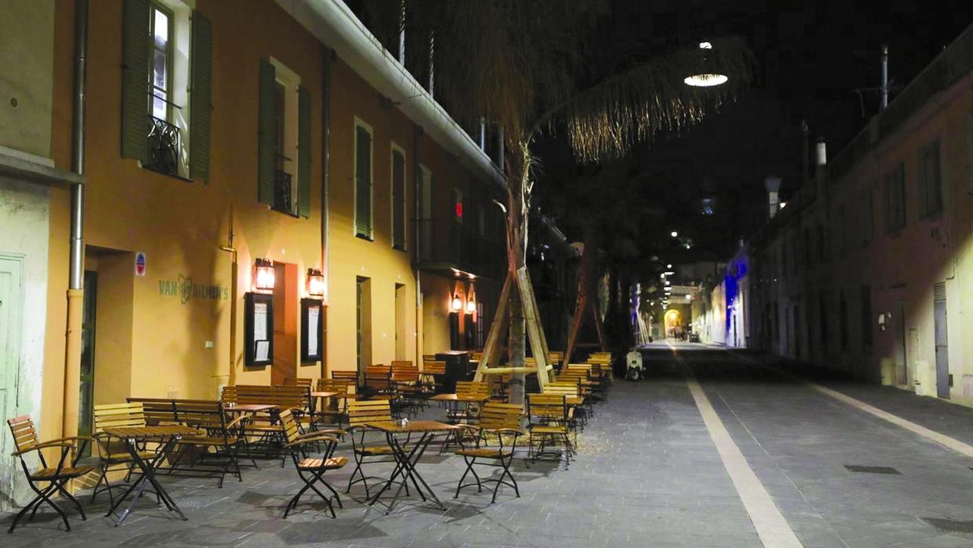 Một khu phố vắng khách vì COVID-19 tại Nice, miền Nam nước Pháp