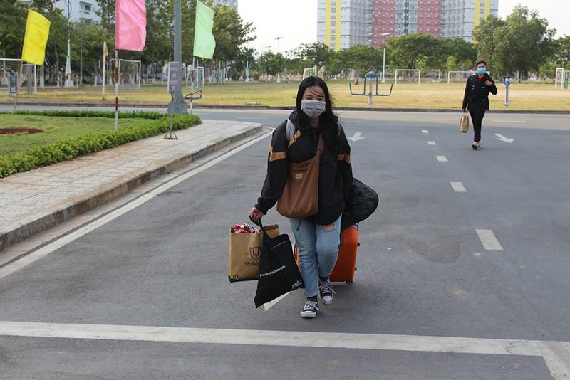 Sinh viên rời KTX trong sáng 19/3         Ảnh: Pháp luật