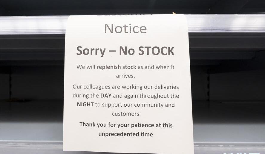 Những kệ hàng chống trơn, thông báo hết hàng là tình trạng xảy ra thường xuyên tại nhiều siêu thị và các cửa hàng bách hóa tại Anh trong những ngày gần đây.
