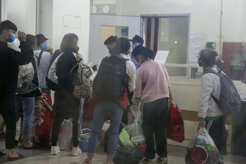 Sau khi có quyết định trên, Ban quản lý khu kí túc xá sinh viên này đã thông báo đến tất cả sinh viên còn đang sinh sống tại 3 tòa nhà này. Ngay trong tối cùng ngày, các bạn sinh viên đã dọn dẹp đồ đạc để chuyển đi, nhường chỗ cho người dân đến cách ly.