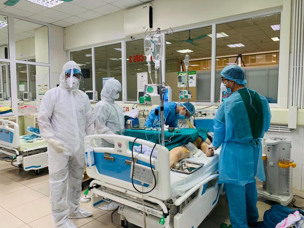 Bệnh nhân dương tính với COVID-19 được điều trị tại Bệnh viện Bệnh nhiệt đới Trung ương cơ sở 2.
