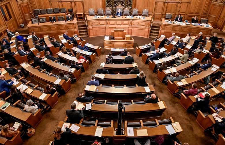 Thành viên quốc hội Đức trong cuộc họp vào ngày 18/3 tại Hamburg được bố trí ngồi khá xa nhau